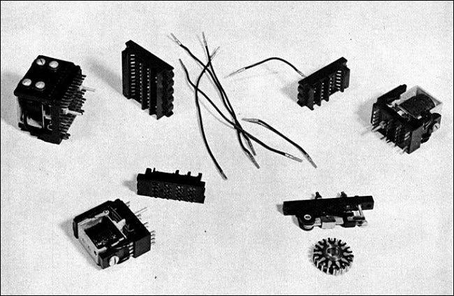 Computerrelais aus den 1940er Jahren aus einer IBM-Bedienungsanleitung.