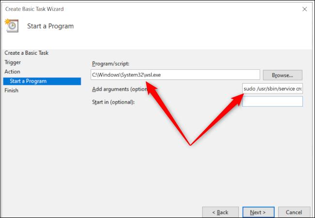 Die Programmoptionen des Windows 10 Taskplaners mit roten Pfeilen, die auf den Programmpfad und dem Texteingabefeld für zusätzliche Argumente zeigen.