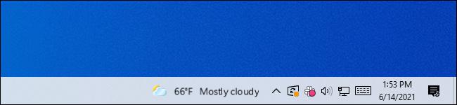 Das verschwommene Nachrichten- und Interessen-Widget in der Taskleiste von Windows 10.