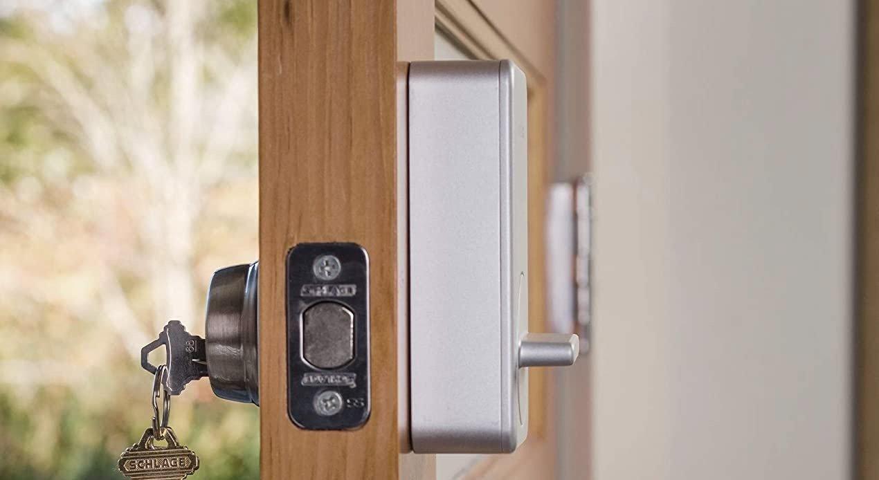 August Smart Lock vs Wyze Lock 4