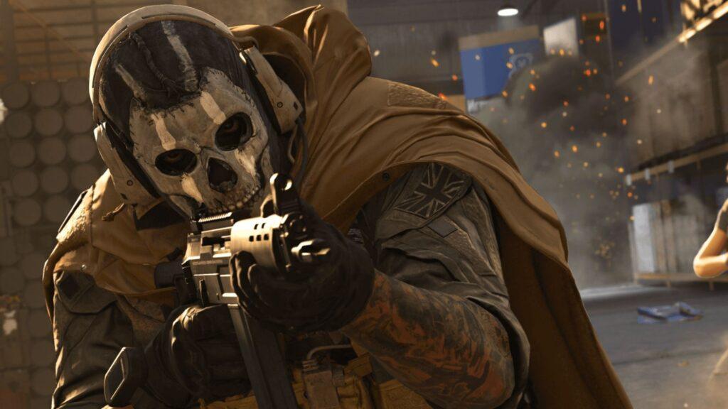 Warzone Ghost Operator zielt mit Waffe