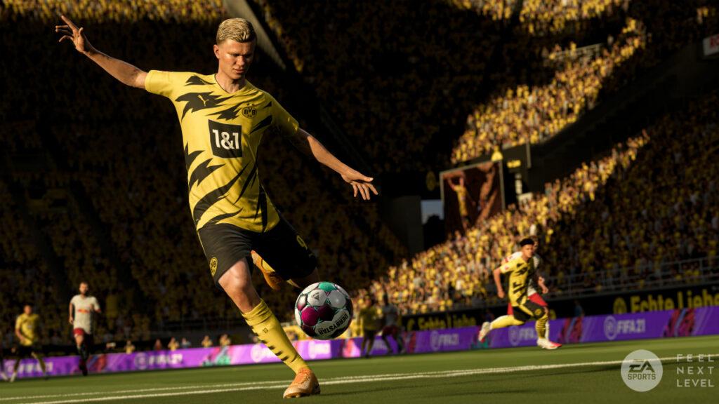FIFA 22 Haaland tritt einen Ball