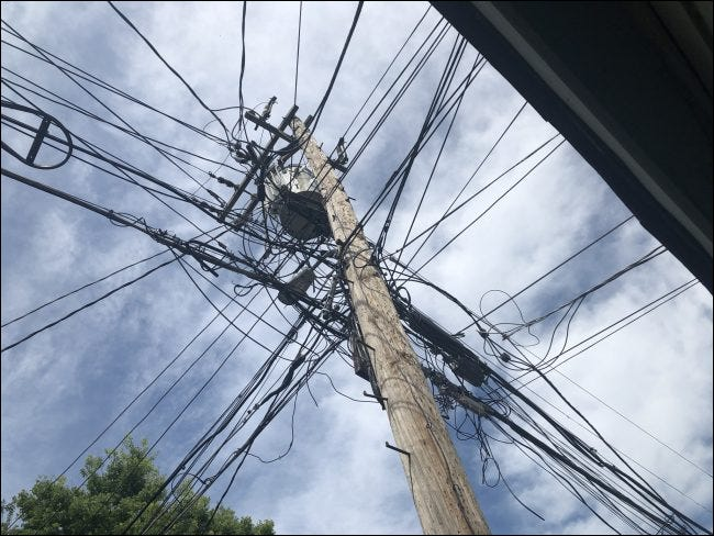 Mehrere Leitungen an einem Pol angeschlossen