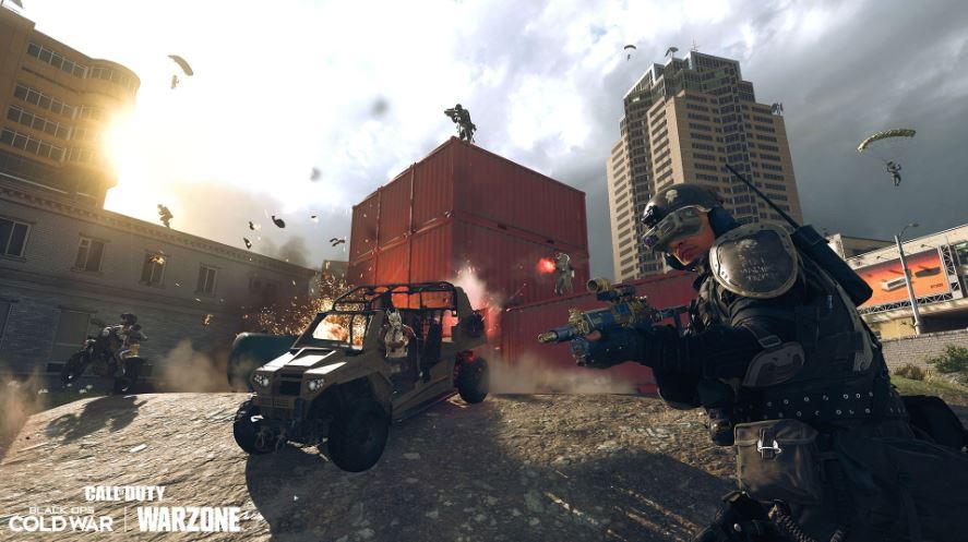 Warzone-Spieler fahren Fahrzeug