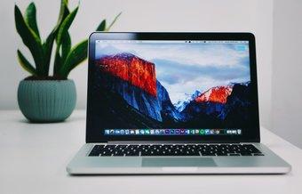 Mac-Wallpaper auf dem Schreibtisch